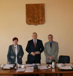 Przewodniczący Rady Gminy Turawa - Artur Gallus (w środku) oraz zastępcy - Danuta Matysek i Benedykt Śliwa