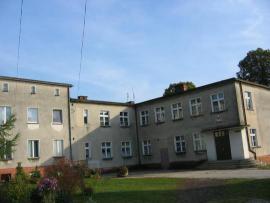 Budynek byłej Szkoły Podstawowej.