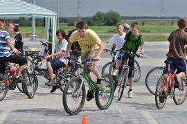 Zmagania w turnieju rowerowym.jpeg