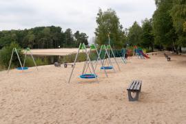 Plac zabaw nad Jeziorem Średnim